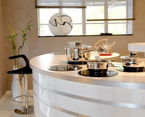 Cuisine DanjouBoda - Tabouret, Ilot, Plan de Travail Arrondi, Plaques de Cuisson, Casseroles, Hotte de Cuisine, Décoration...