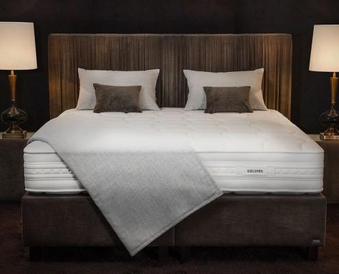 Chambre DanjouBoda - Lit, Matelas Grand Confort Hôtels 4 Etoiles, Chevets, Lampes, Coussins, Oreillers...